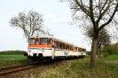 302 027 und 302 051 der Osning-Bahn am 30.4.2015 auf dem Weg von Eystrup nach Hoya.