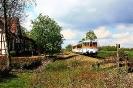 302 027 und 302 051 der Osning-Bahn am 30.4.2015 in Lavesloh-Diepenau.
